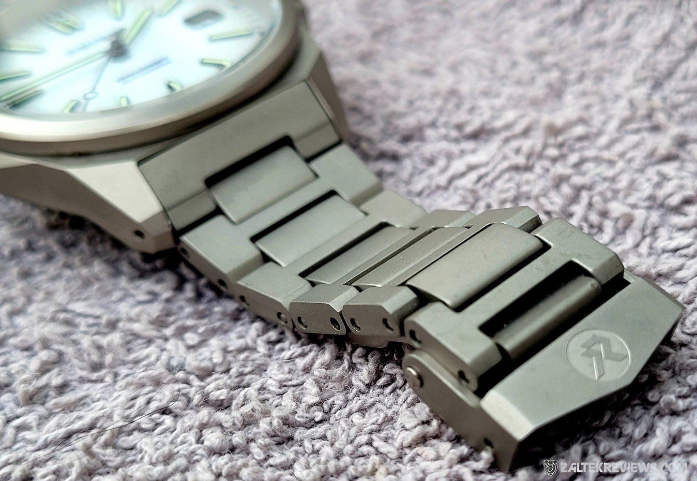 RZE Resolute Titanium Field Watch Review