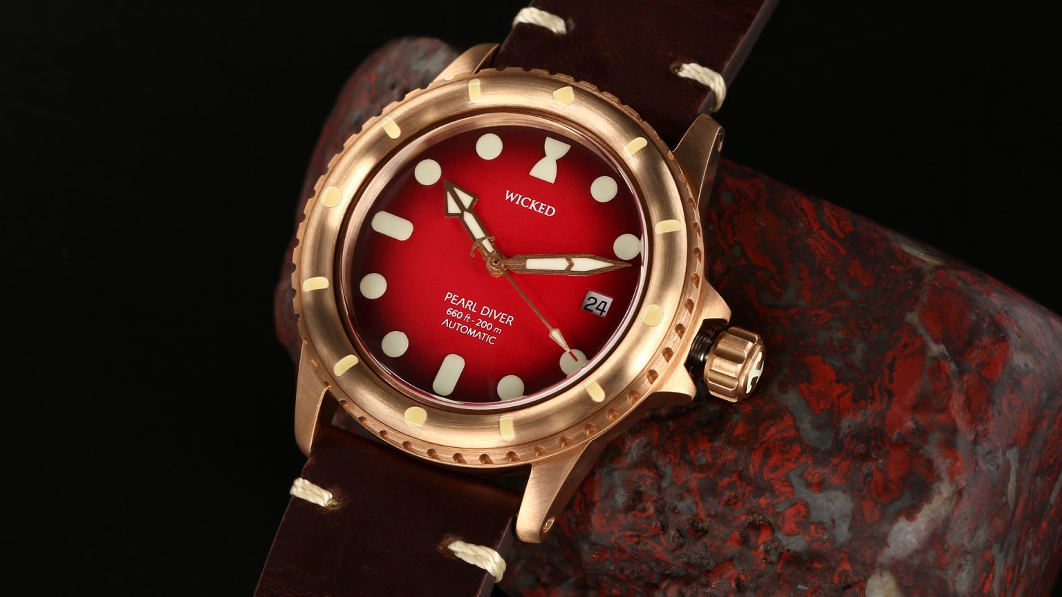 Pearl Diver | Red Cardinal